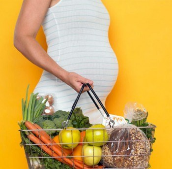 Cómo alimentarse nutritivamente durante el embarazo